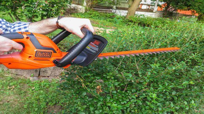 How-to-use-hedge-trimmer