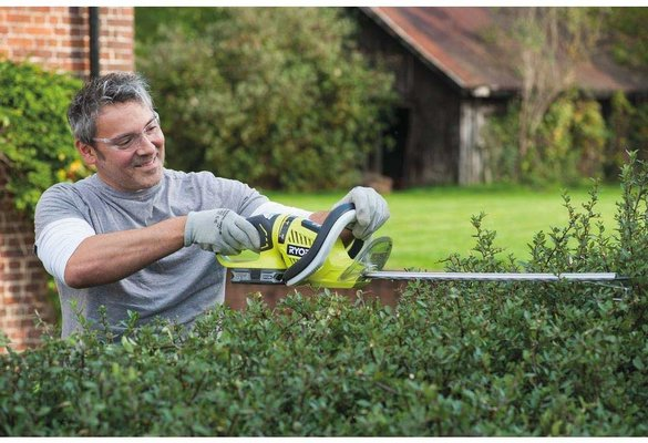 Best cordless hedge trimmer UK