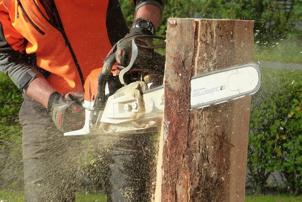 Best Cordless Chainsaw UK