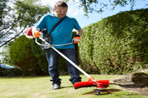 How to use a petrol strimmer