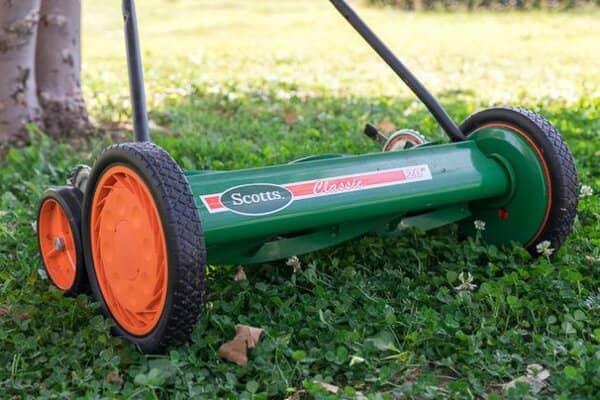 How Do Reel Lawn Mowers Work